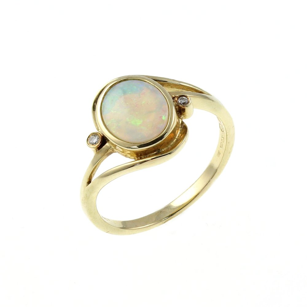 14ct yellow gold 1 10ct oval opal 0 02ct ring