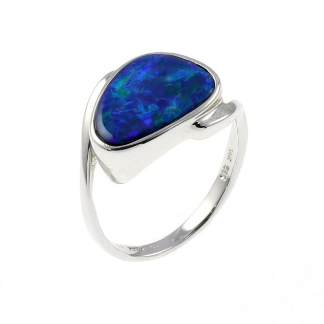 14ct white gold 2.30ct triangular opal twist ring.