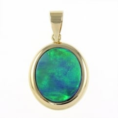 14ct yellow gold 2.41ct oval rubover opal doublet pendant.