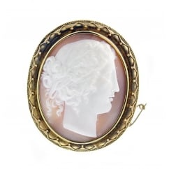 15ct yellow gold 20x20mm sardonyx cameo brooch.