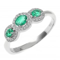18ct white gold 0.87ct emerald & 0.12ct diamond cluster ring.