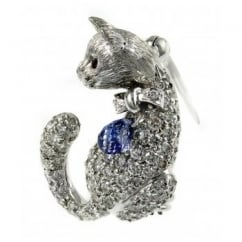 18ct white gold 1.19ct diamond studded cat brooch.