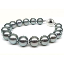 18ct white gold 11x12mm Tahitian pearl bracelet.