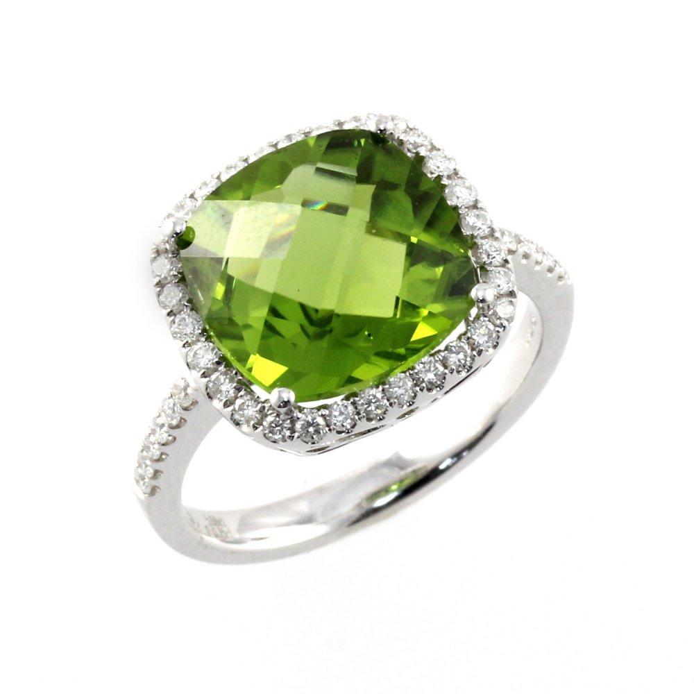 18ct white gold 4.57ct peridot & 0.35ct diamond ring.