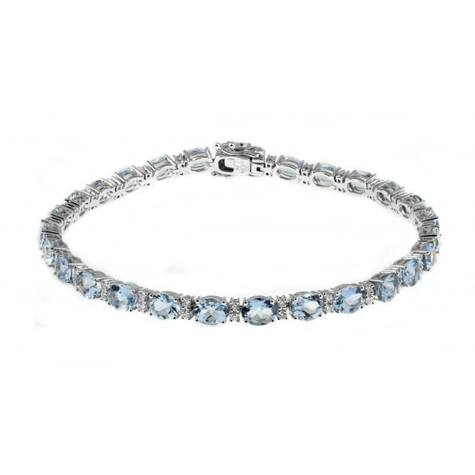 18ct white gold 7.25ct aquamarine & 0.60ct diamond bracelet.
