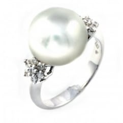 18ct white gold South Sea pearl & 0.30ct diamond cluster ring.