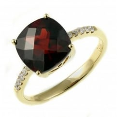 18ct yellow gold 4.17ct garnet & 0.11ct diamond ring.