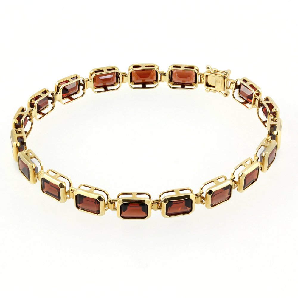 18ct Yellow Gold Rubover Set Emerald Cut Garnet Bracelet