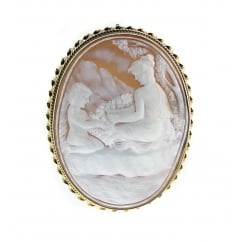9ct yellow gold 55x40mm cameo brooch.