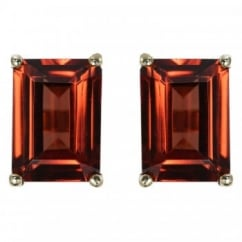 9ct yellow gold 7x5mm emerald cut garnet stud earrings.