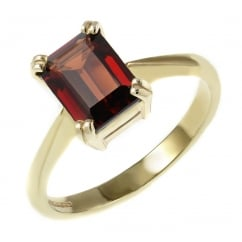 9ct yellow gold 8x6mm emerald cut garnet ring.