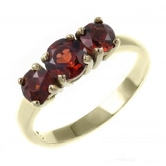 9ct yellow gold graduating garnet 3 stone ring.