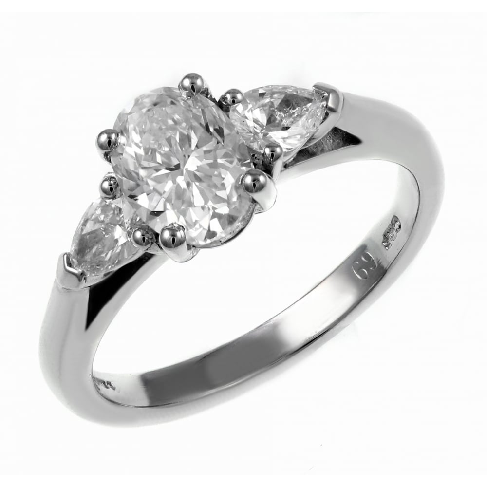 ring engagement de aura cut jewellery cushion platinum beers solitaire