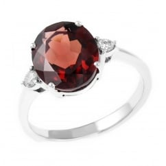 18ct white gold 3.85ct garnet & 0.11ct diamond ring.